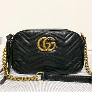 Gucci 8 x 5 x 3 black